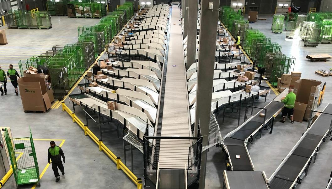 Det nye sorteringsanlegget til Bring skal gi muligheter for vekst innen e-handel i Danmark.