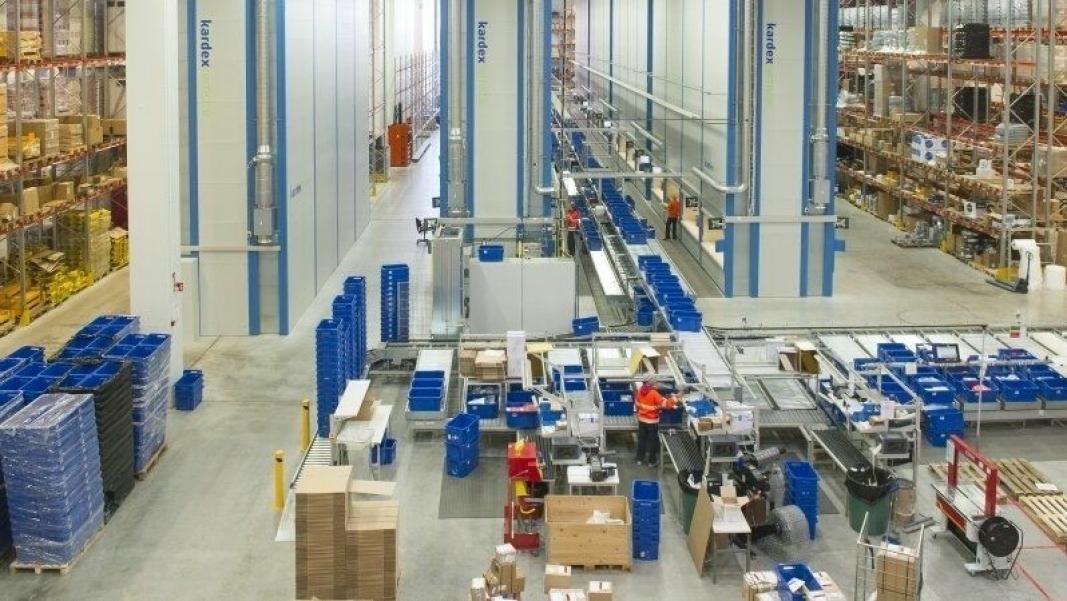 Kardex består av to entreprenørstyrte divisjoner, Kardex Remstar og Kardex Mlog. Kardex Remstar utvikler, produserer og vedlikeholder dynamiske lager- og plukksystemer og Kardex Mlog tilbyr integrerte materialhåndteringssystemer og automatiserte høylagre.