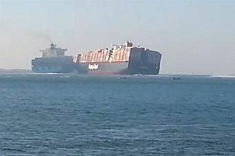 Her dundrer containerskipene inn i hverandre