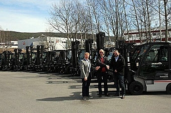 12 trucker til Gausdal Landhandleri