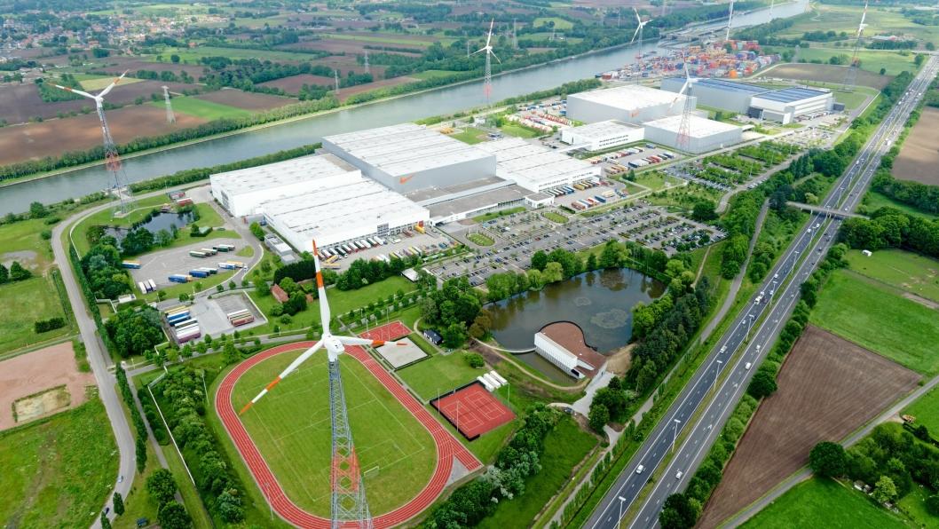 JUST DO IT!: Nikes logistikksenter i Belgia ser nesten ut som en OL-landsby. Alt Nike-utstyr som selges i Europa har vært innom det gigantiske anlegget. Foto: Nike.