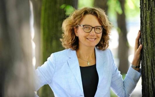 Tone Wille har nettopp tatt over som ny ny konsernsjef i Posten Norge. Hun og Posten går nå foran med satsing på store elektriske varebiler. Foto: Posten.
