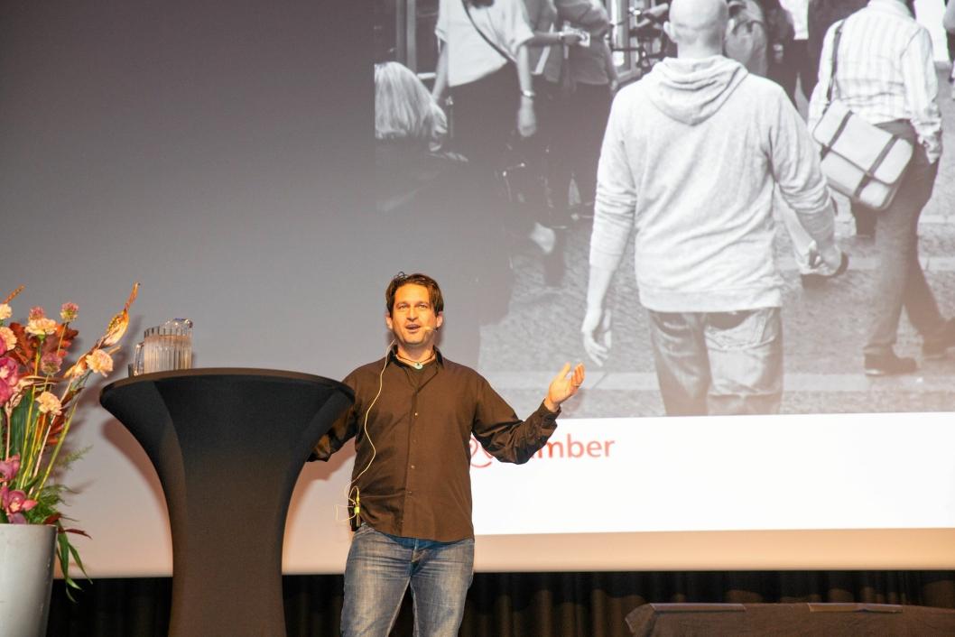 Ari Kestin fra deletjenesten Nimber var blant de første foredragsholderne.