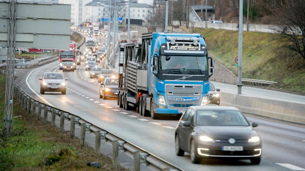 Formiddagstrafikk inn mot Oslo på E18 i Bærum.FOTO: ESPEN BRAATA