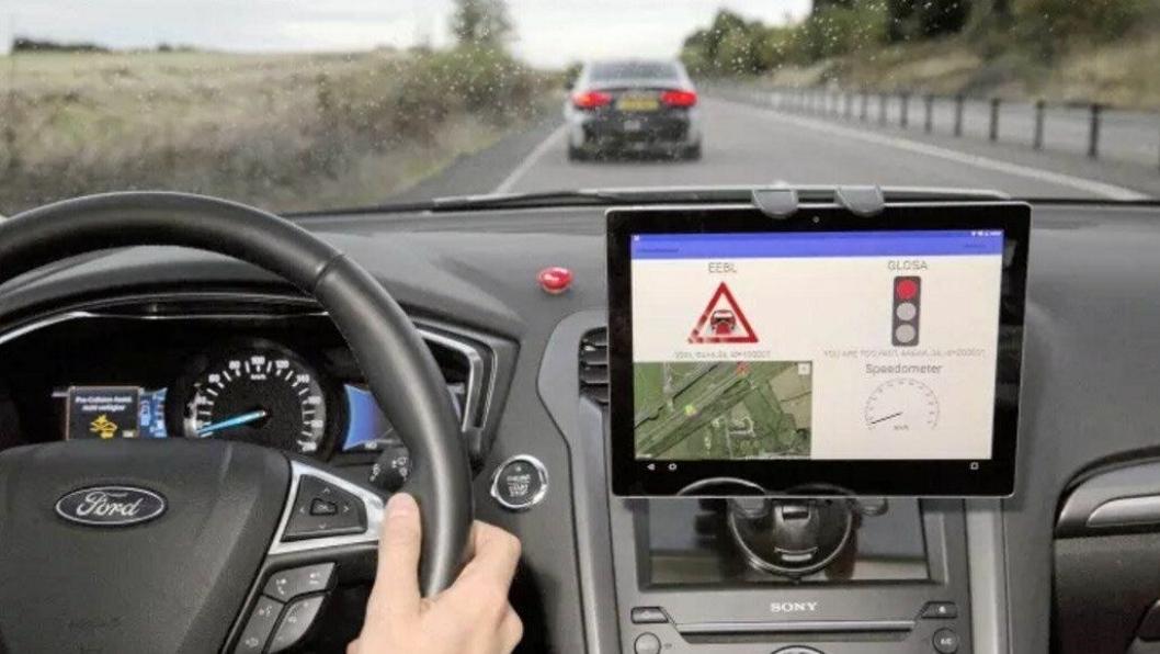 Sjåføren får beskjed i displayet om trafikkbildet forover.