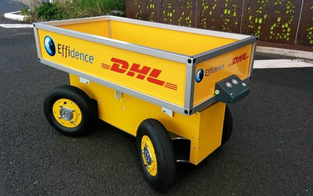 ROBOT: Dette er en automatisert plukkvogn, somkjører mellom plukker og pakkestasjon selv.