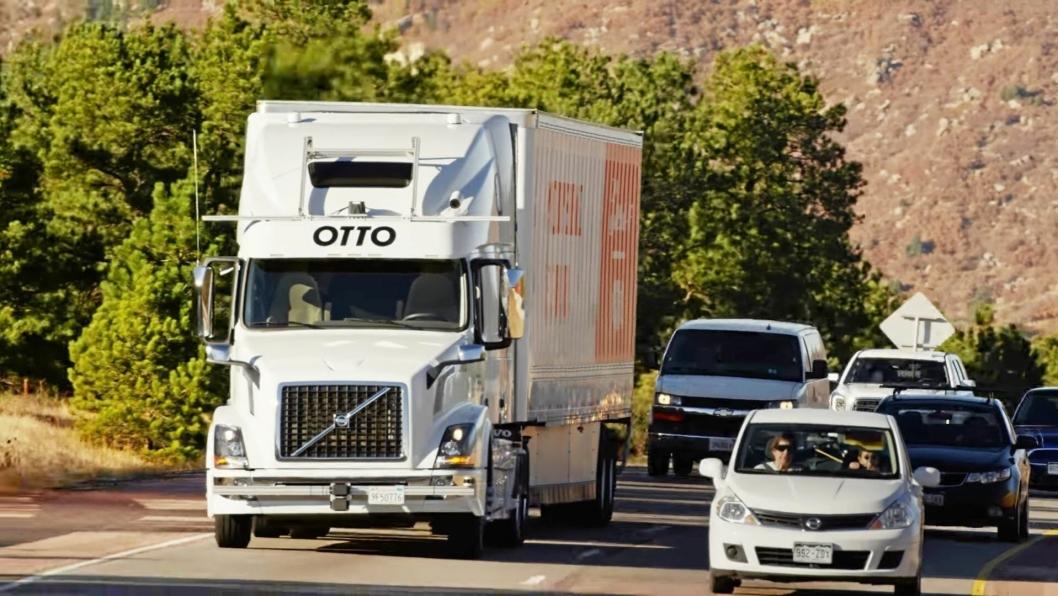 Her er lastebilen på vei med 50.000 ølbokser - førerløst tvers over Colorado.