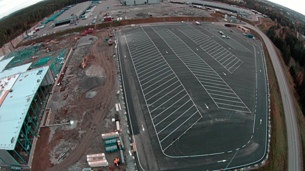 ETTERLENGTET: Med plass til 100 vogntog er den nye hvileplassen et godt bidrag til sjåførenes hverdag.