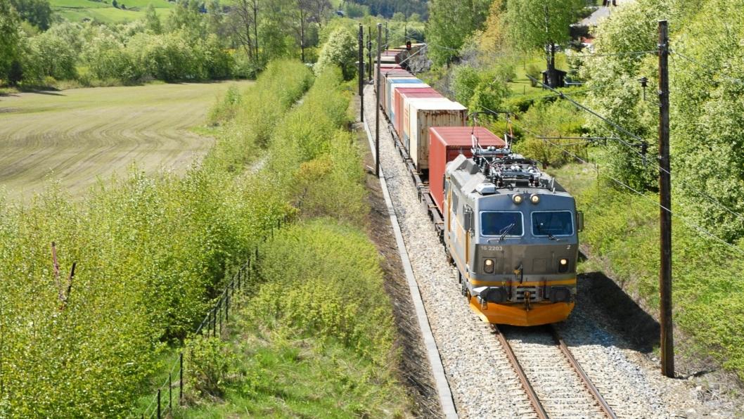 Godstog fra CargoNet på Dovrebanen.Foto: Jernbaneverket.
