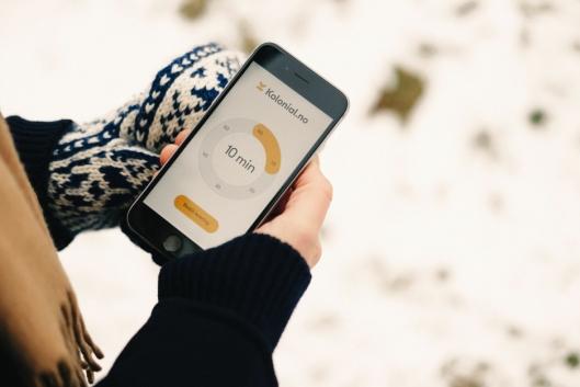 BESTILL BILEN MED MOBILEN: Med noen enkle trykk på din mobil skal du i nær fremtid kunne bestille matlevering på døren. Foto: KOLONIAL.NO.