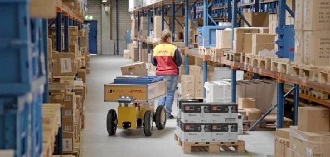 Robotvognen øker produktiviteten og assisterer terminalarbeideren.Foto: DHL.
