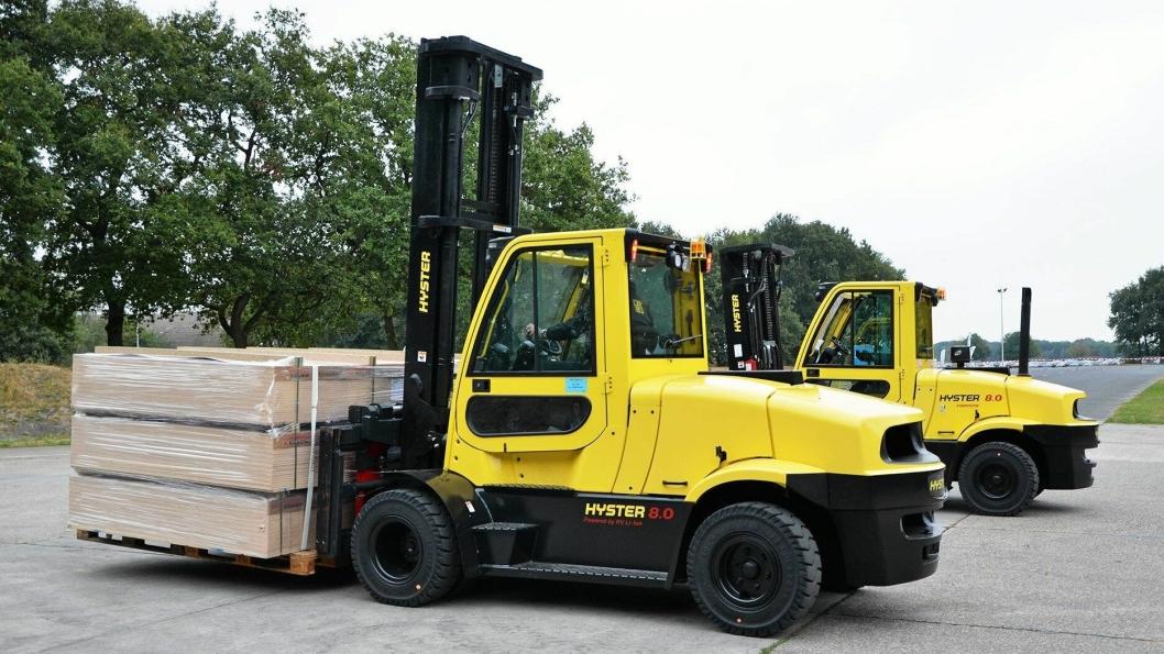 FORDELER: - Trucken gir mulighet for nullutslipp og stillere drift, sier Phil Ireland hos Hyster om den nye elektriske åttetonneren.