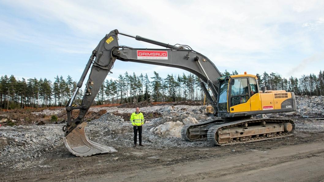 INNLANDSHAVN: Her i steinrøysa en drøy kilometer øst for E6, blir det snart fullt av containere. - Området er ferdig planert i løpet av januar, sier havnesjef i Moss, Øystein Høsteland Sundby.