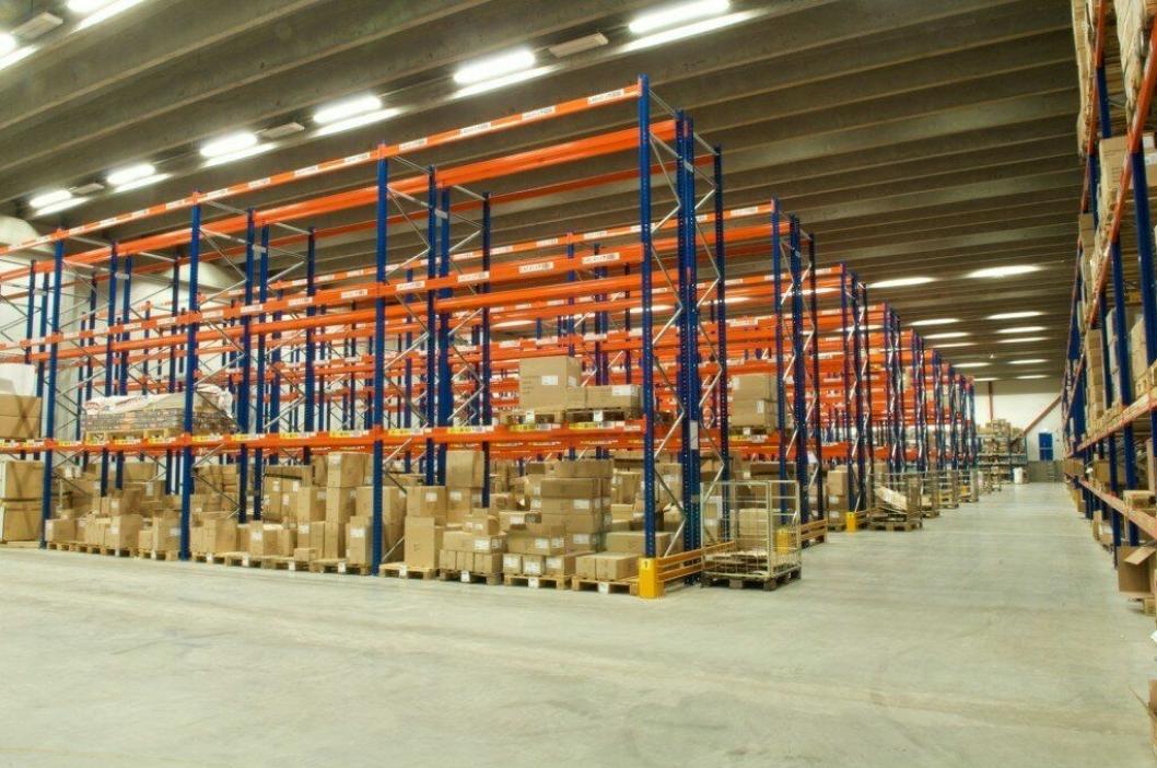 Black Design har investert i moderne lagerfasiliteter.
