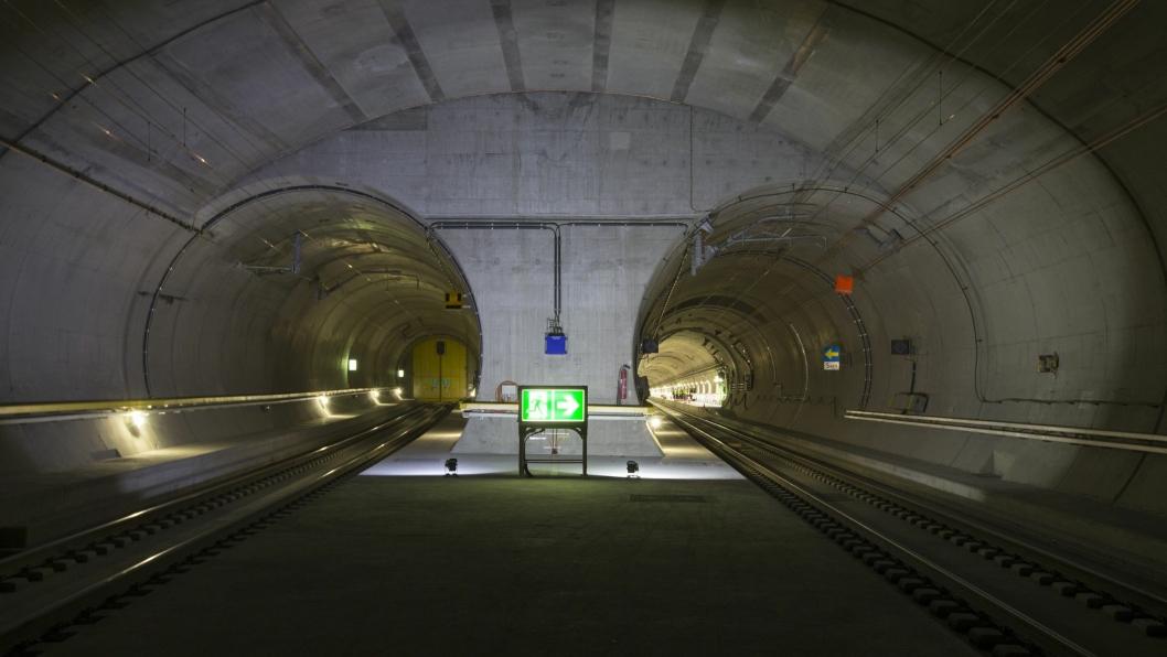 Passasjertog kommer til å bruke snaut 20 minutter på reisen gjennom den 57 kilometer lange tunnelen.