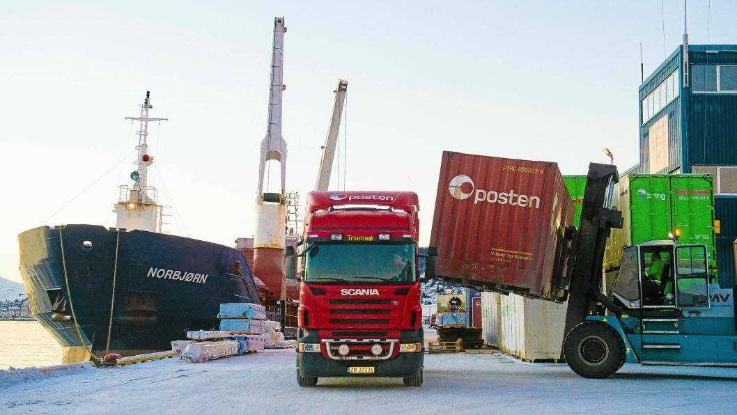 Posten Norge skaper monopol på logistikkmarkedet, hevder konkurrentene Schenker og PostNord.