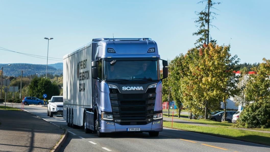 Vi testet nye Scania S730 i Norge tidligere i år. Salget av Scania har på slutten av året vært svært godt, men akkurat ikke godt nok til å ta igjen rivalen Volvo.