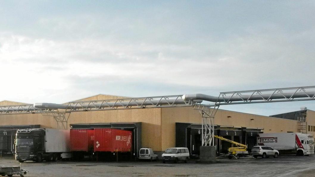Nor Lines 10.000 kvadratmeter store lagerhall på Øra er Norges største logistikklager i tre, trolig også verdens største.