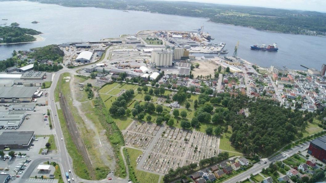 Larvik Havns nye jernbaneterminal blir liggende mellom Undersbo kirkegård og Elveveien.