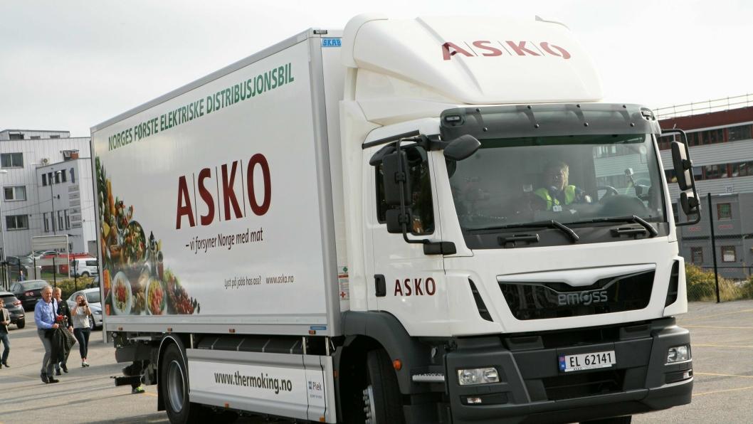 Den første elektriske distribusjonsbilen i Norge tilhører ASKO, og ved lanseringen fikk statsminister Erna Solberg æren av å prøve den.