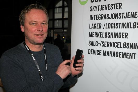 OVERSIKT: Daglig leder Svein-Tore Sund, Skedsmo Bilopphugging AS, bruker Lexits programvare til å ha oversikt over og selge bildeler. Foto: Trond Schieldrop/Lexit.