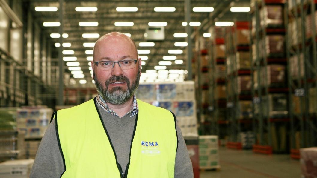 Daglig leder Gunnar P. Lian i Rema Distribusjon Trondheim forteller at den prekære trafikksituasjonen i området skaper store vansker for transporten av Rema-godset. Foto: Per Dagfinn Wolden
