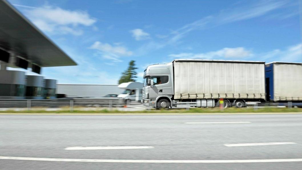 Det manes til felles godsløft over riksgrensen. Det innebærer at bomstasjonene på grensen vil være i virksomhet etter at Svinesundbroen er nedbetalt.