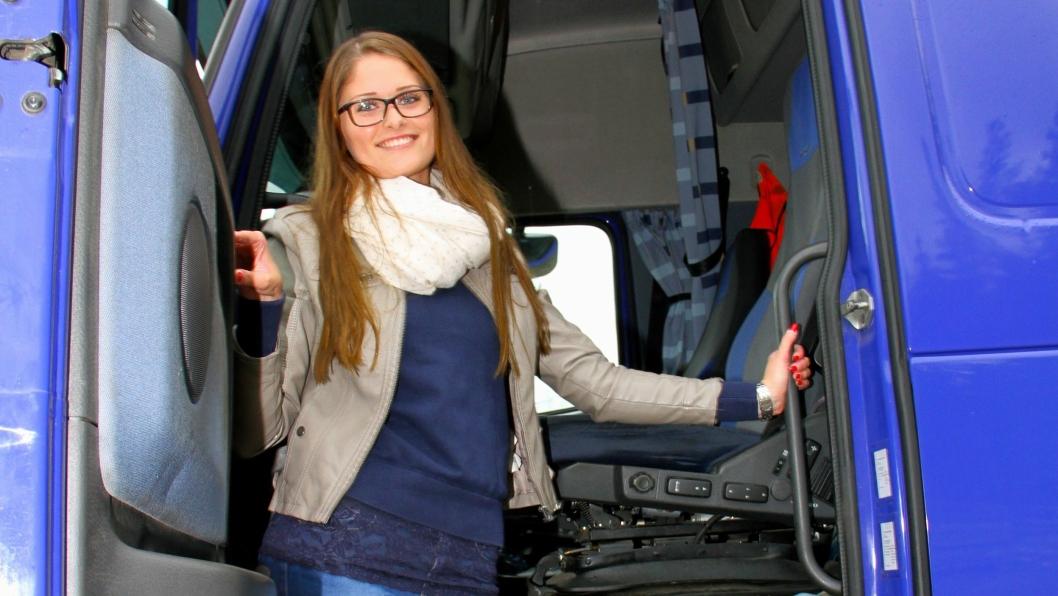 Emilie Slettmoen (22) fra Vinstra er Norges yngste lastebileier.