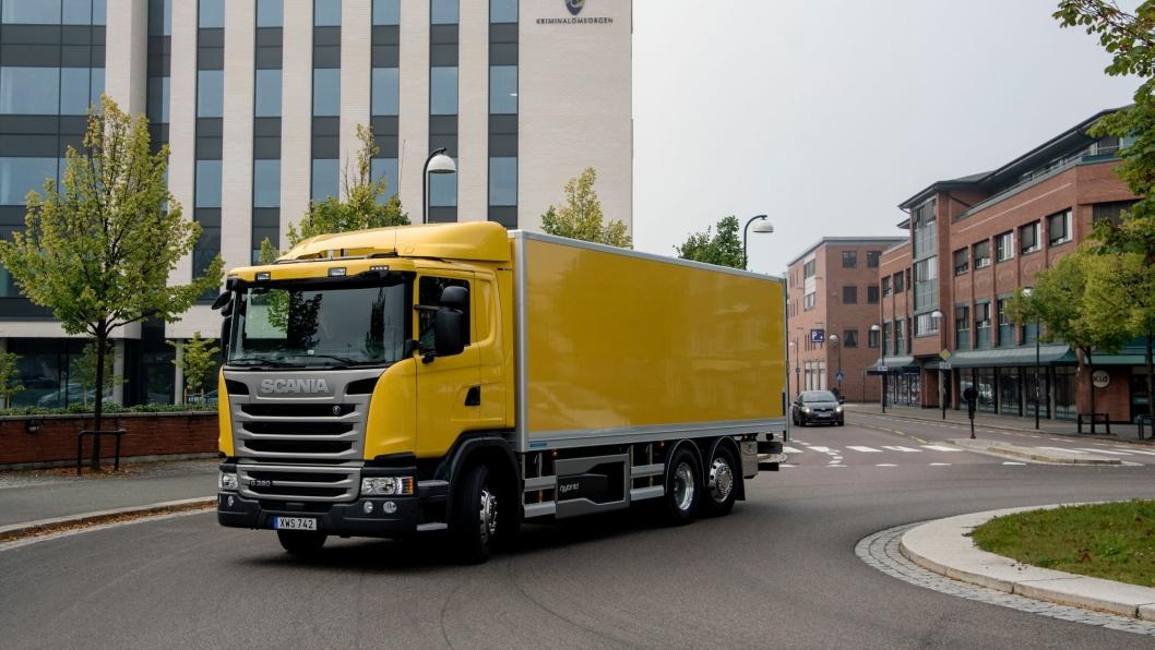Scania G340 Hybrid i sitt rette miljø - i byen. I dette tilfellet Lillestrøm.