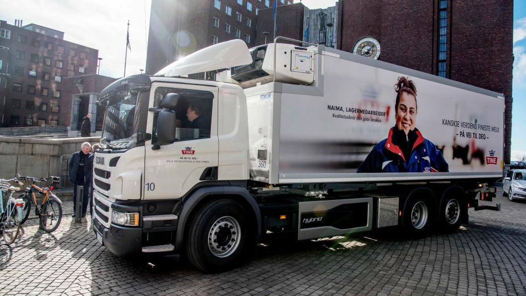 BYBIL: Tine ønsker å bidra til bedret luftkvalitet i Oslo, og tar i bruk sin første hybrid-lastebil.