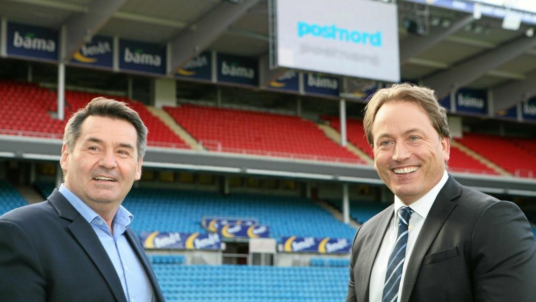 Lars Smith (t.v.) og Robin Olsen har spilt Futurum-ballen over til Ullevaal Stadion som har blitt den nye logistikkarenaen for PostNord. Foto: Per Dagfinn Wolden