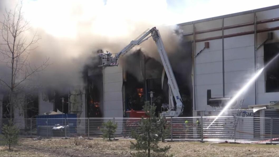 Brannen hos Asko i Vestby var vanskelig å slukke, og har koster Asko rundt 200 millioner kroner.