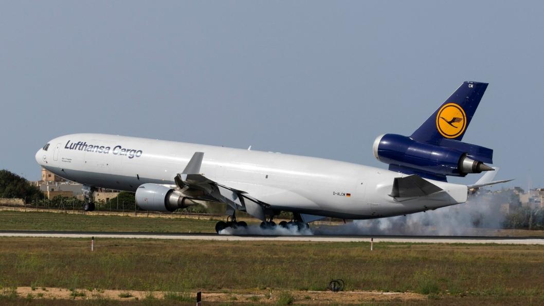 En McDonnell Douglas MD-11(F) fra Lufthansa Cargo lander på Malta. Nå skal Lufthansa og United Airlines samarbeide om fraktruter.