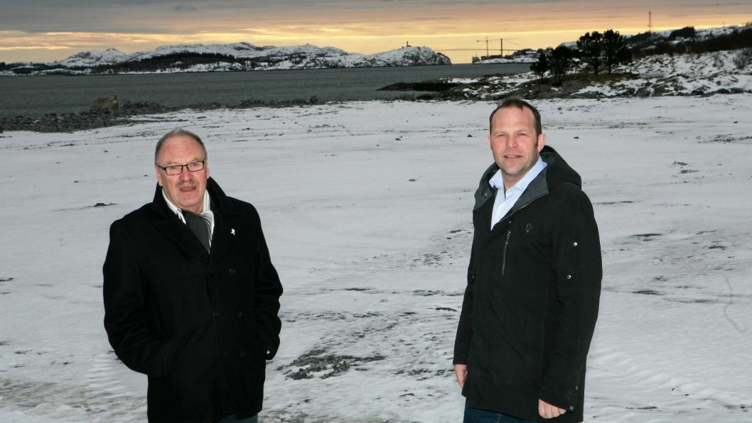 Oddvar Bakke (t.v.) går - Paul Ingvar Dekkerhus kommer. Foto: Per Dagfinn Wolden