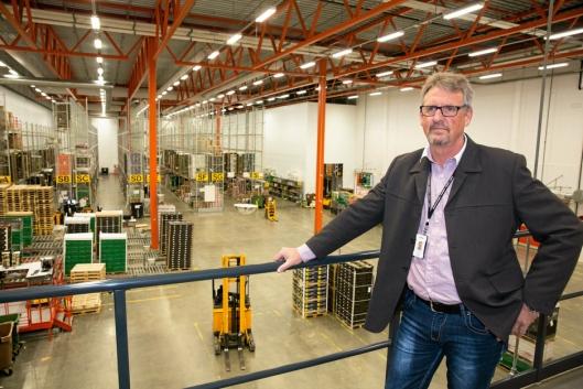 MANNEN MED OVERSIKT: Terminalsjef Arild Steen har ansvar for at rundt 650.000 paller kommer seg gjennom anlegget i løpet av 2017.