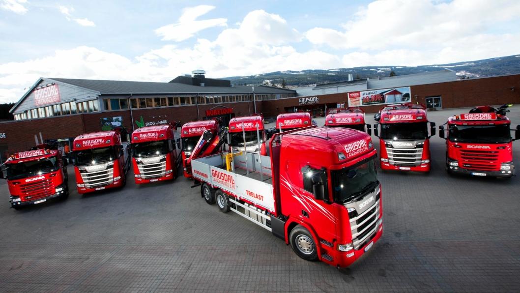 De ti nye bilene representerer den største enkeltleveransen av Scania til Gausdal Landhandleri og også den største Scania-leveransen i Lillehammer/Gudbrandsdalen. Foto: Hugo Lande