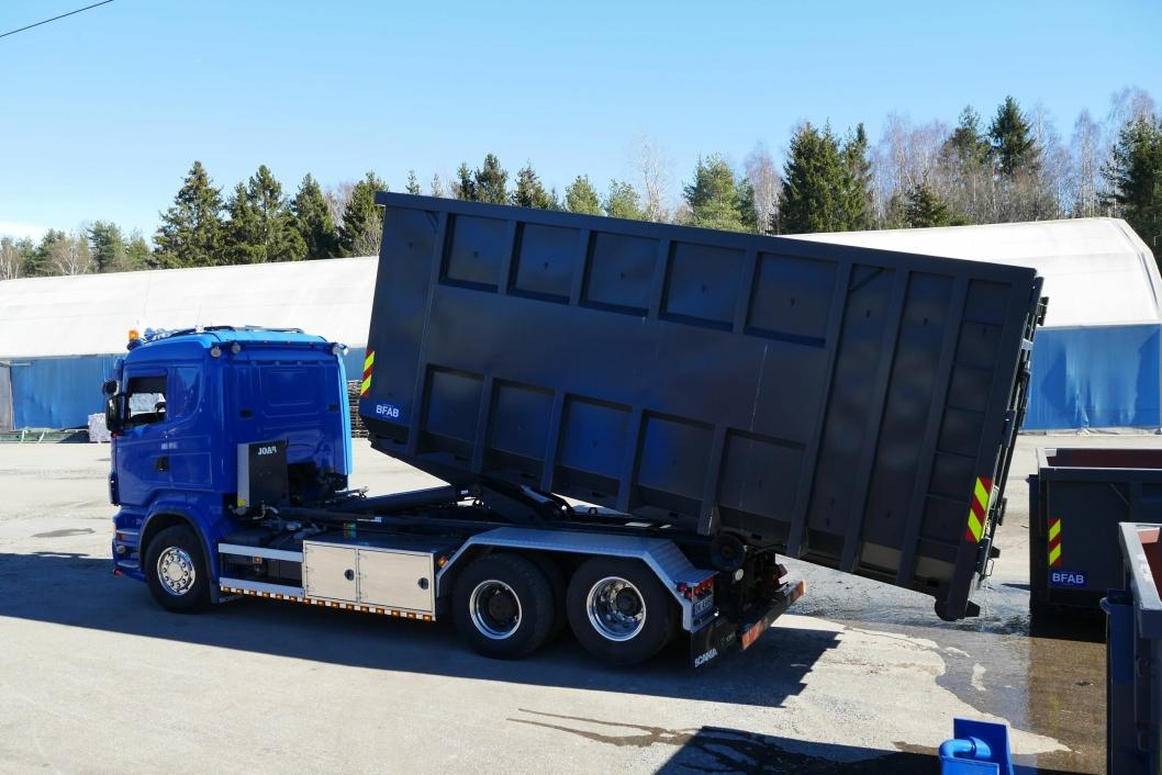 TUNGE LØFT: Et av mange løft Follo Truckutleie har gjort hos BFAB de siste årene.