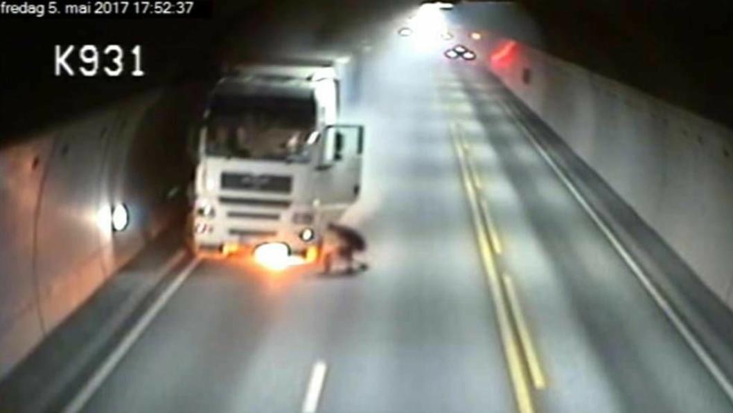 5. mai tok en lastebil fyr i Oslofjordtunnelen som dermed ble stengt i flere uker.