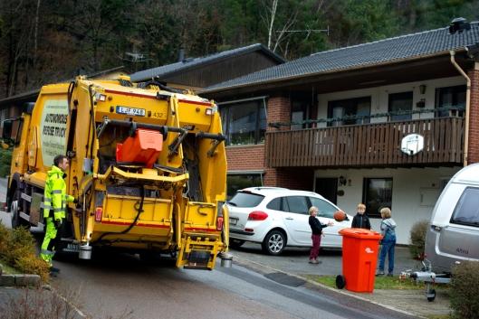 Volvos selvstyrte lastebil skanner omgivelsene og stopper automatisk når et hinder plutselig dukker opp i veibanen.