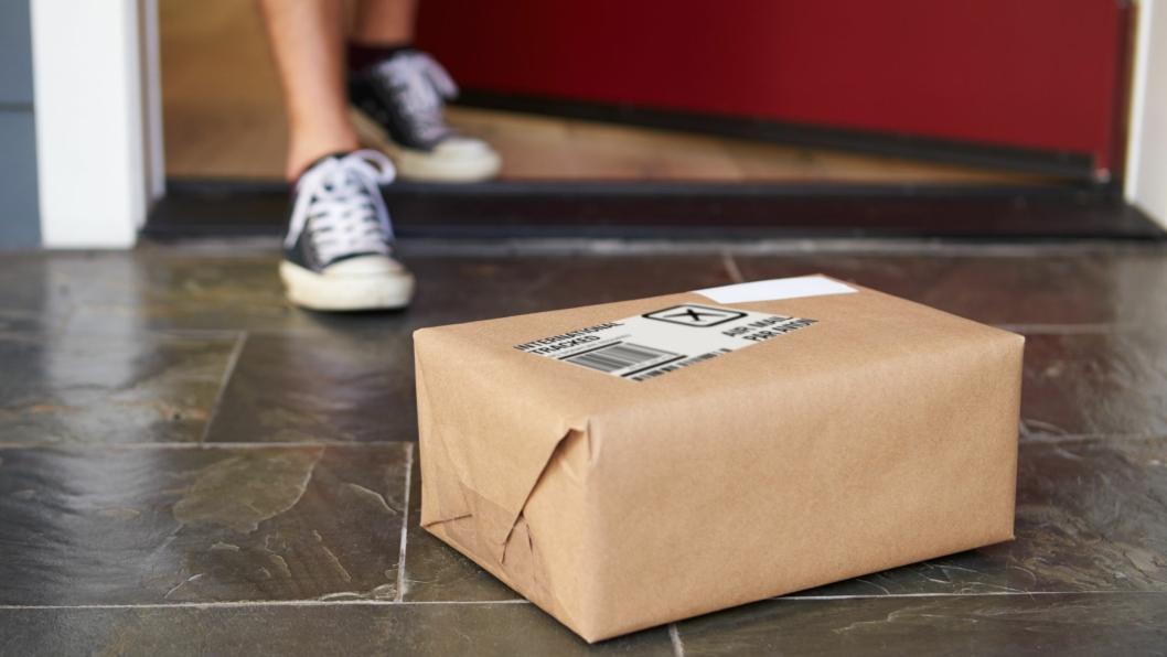 Å få pakke levert på døra, uten å måtte signere er en ny alternativ leveringsmetode fra PostNord.