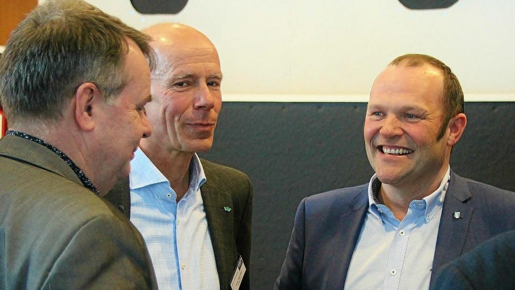 Havnedirektørene Einar Hjorthol, Trondheim Havn (nr. 2 f.v.) og Paul Ingvar Dekkerhus, Nord-Trøndelag Havn Rørvik IKS har tatt initiativ til stor-regionalt samarbeid. Her i dialog med regiondirektør i Kystverket, Harald Tronstad (med ryggen til).