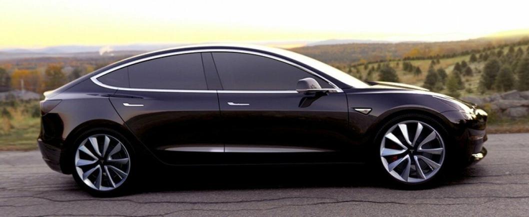 DELER MOTOR: Model 3 er billigvarianten fra Tesla, som rulles ut neste år. Lastebilen fra Tesla skal bruke samme motor som Model 3, men trolig én motor per hjul eller aksling.