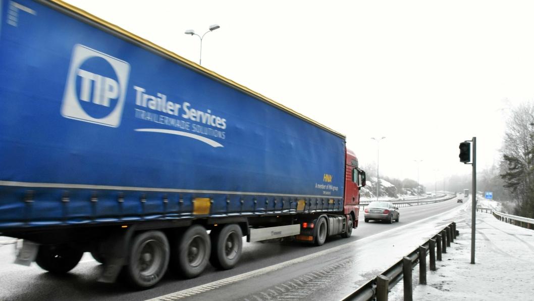 24,5 prosent av de utenlandske vogntogene utløste ikke lyssignal ved bompassering i NLFs undersøkelse. Foto: Stein Inge Stølen / NLF