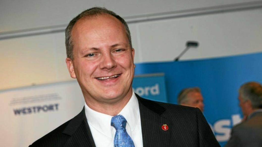 Samferdselsminister Ketil Solvik-Olsen lemper på reglene for modulvogntog.
