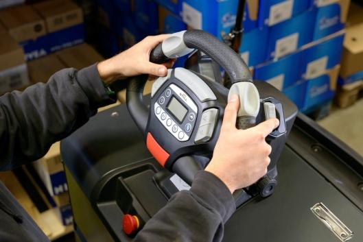 Med Still Easy-rattet, får operatøren et godt grep i alle kjøresituasjoner, og kan gjøre alle hyppige operasjoner uten å ta hendene fra rattet.