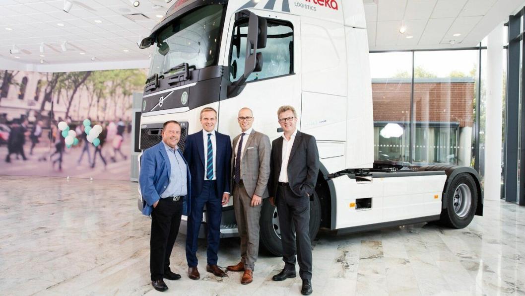Girteka har kjøpt 2000 Volvo FH. Fra venstre: Gunnar Ekwall, Vice President, Commercial Trucks Volvo Trucks Europe, Midaugas Raila, styreformann i Girteka Logistics, Jarkko Erne, Managing Director, Volvo Trucks Lietuva og Roger Alm, President, Volvo Trucks Europe.