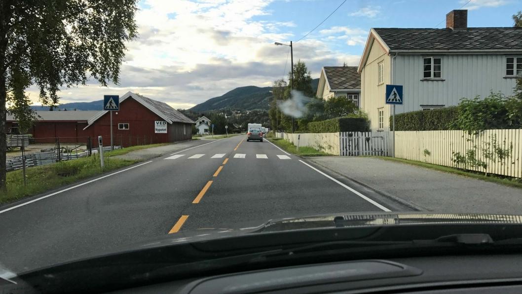 INGEN MOTORVEI: E6 gjennom gardstunetpå Skjeggestad i Ringebu.