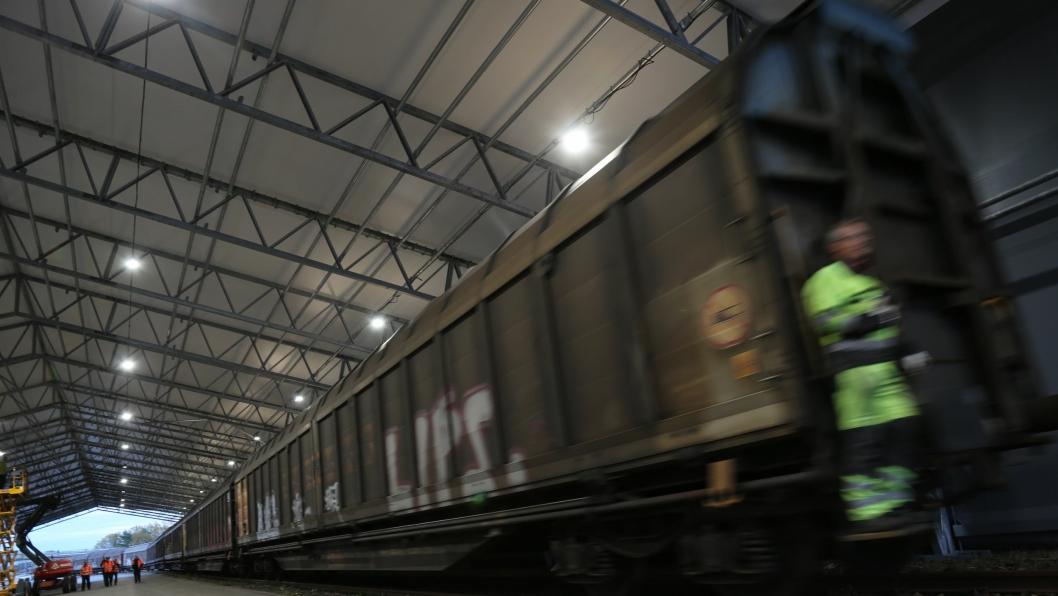 TERMINAL UNDER TAK: Like før 18.00 mandag 16. oktober kom det første ColliCare-toget til Norge.