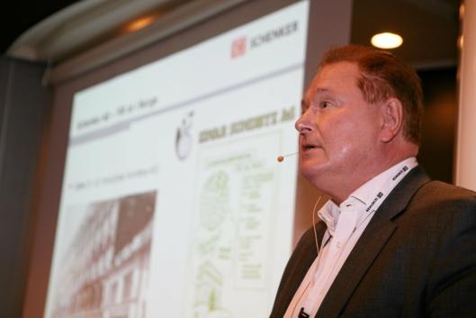 Michael Holmstrøm går av med førtidspensjon etter å ha vært leder i 36 år, og administrerende direktør de siste 24 årene for den norske virksomheten til DB Schenker. Foto: Per Dagfinn Wolden