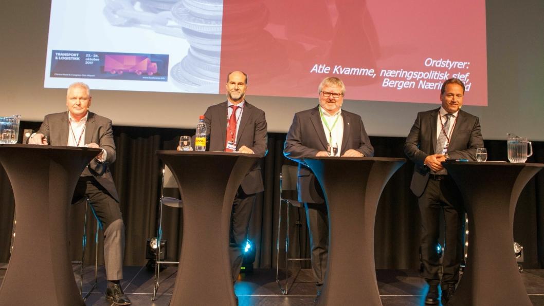 DB Schenkers Michael Holmstrøm, Terje Aarbog fra DHL, Tore K. Nilsen fra Posten/Bring og Robin Olsen fra PostNord møttes til diskusjon om fremtidens logistikk på Gardermoen mandag.